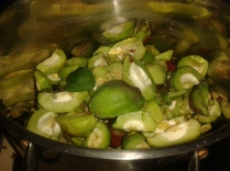 Cut up quinces in pan